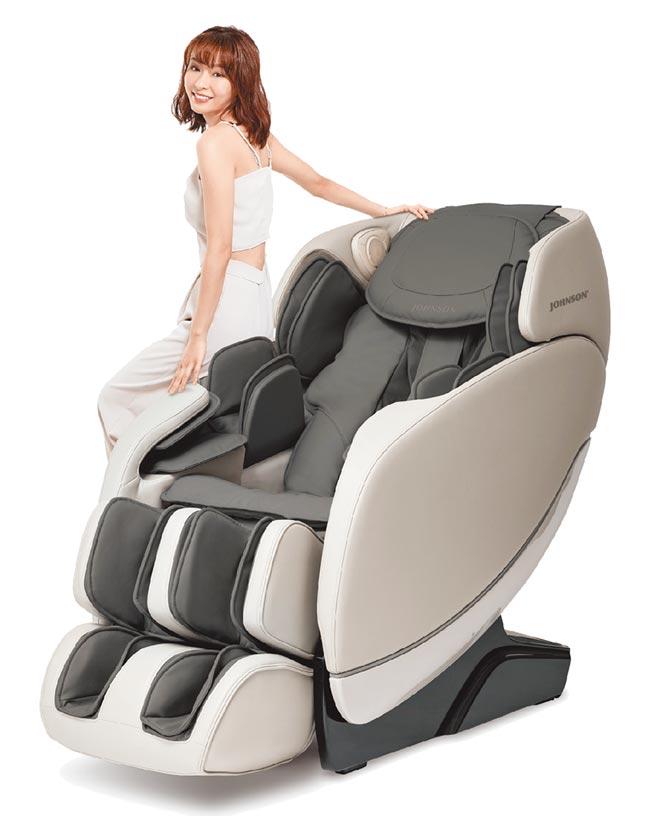 Global Mall新北中和店的喬山好時光按摩椅,原價9萬8000元,11月1日前優惠價7萬3800元。(Global Mall提供)