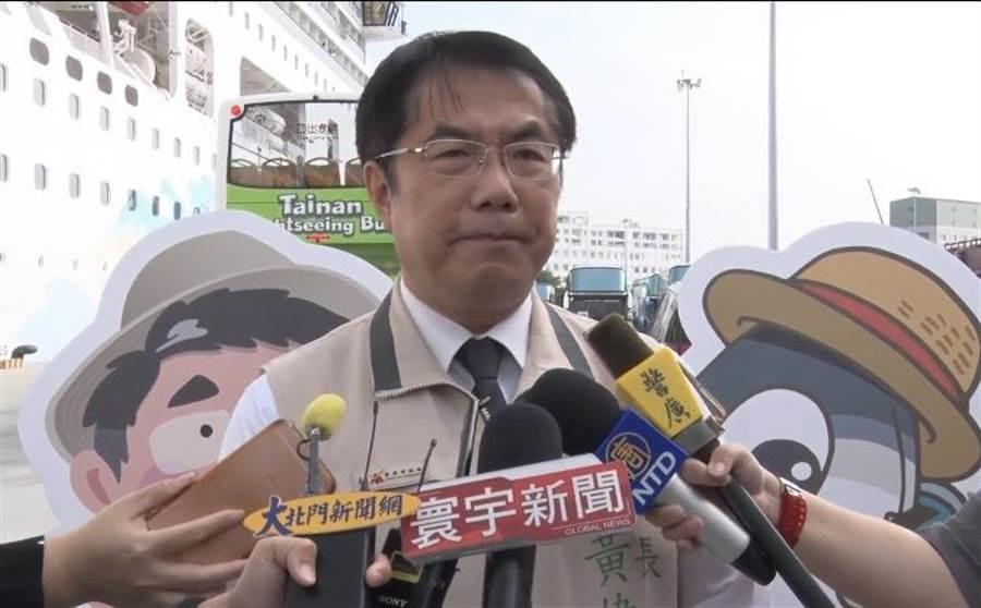 台南市長黃偉哲針對南市交流道出口標示改名之亂,呼籲交通部盡快說明。(李宜杰攝)