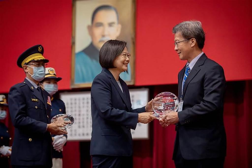 (總統蔡英文出席台灣警察專科學校75周年校慶大會。圖/總統府提供)