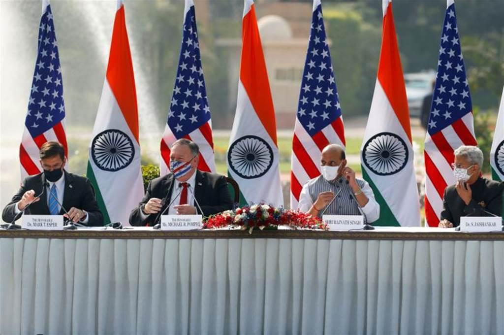 美印兩國外長防長會談時,印防長批評大陸對印度邊界進行膽大妄為的侵略。圖為美印兩國外交與國防部長會議。(圖/路透)