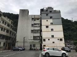 基隆公寓傾斜嚴重 民眾看得心驚膽顫