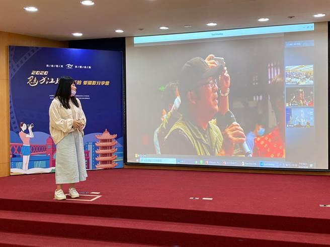 2020魅力江城愛攝影雲分享會,台北會場直擊-學員陳怡婷在台北會場與胡偉鳴老師雲端互動。(楊宜臻攝影)