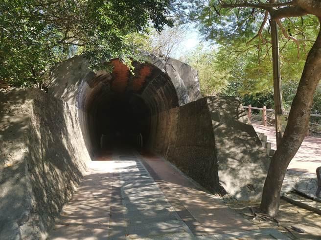 後龍好望角牧羊古道未來開通後,其中一個出口靠近1號過港隧道口。(謝明俊攝)