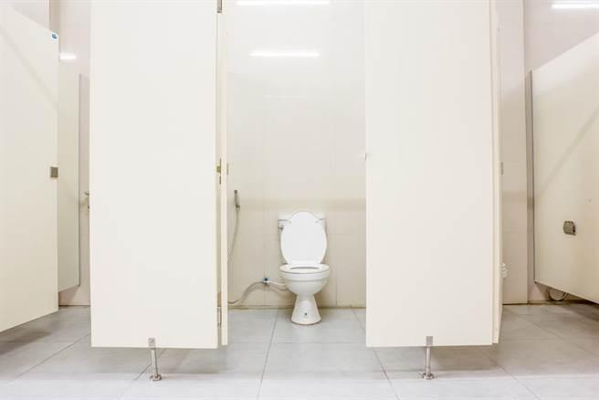 擔心員工當薪水小偷?企業竟在廁所裝「計時器」