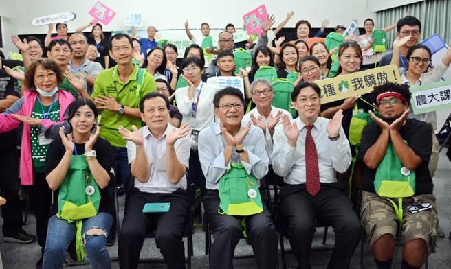 屏東農業大學菁英班開課,盼農民藉由故事行銷,成功行銷品牌。(林和生攝)
