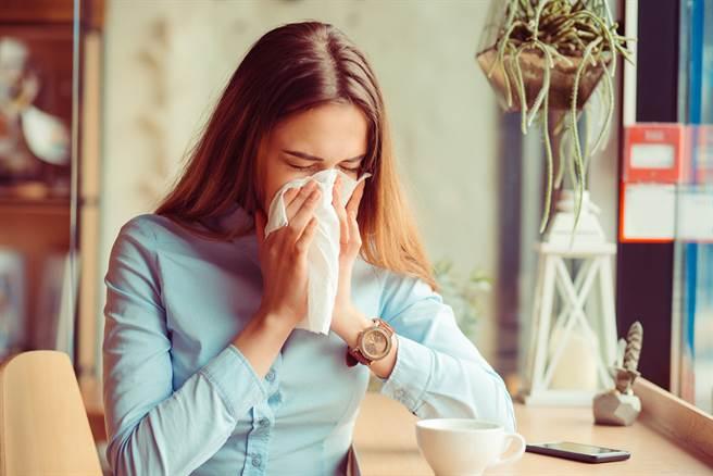 每到換季就過敏、氣喘好痛苦!呼吸胸腔權威醫生這樣保養呼吸道(示意圖/達志影像shutterstock提供)
