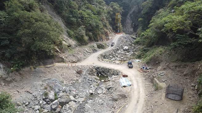 嘉義縣竹崎鄉觀音瀑布園區重建工程將於明年中完工。(賴國華提供)
