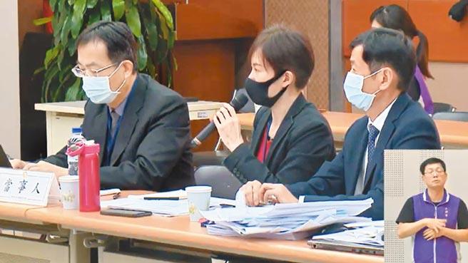 中天換照審查聽證會26日舉行,中天新聞總監梁天俠(中)在聽證會發言。(摘自NCC官網)