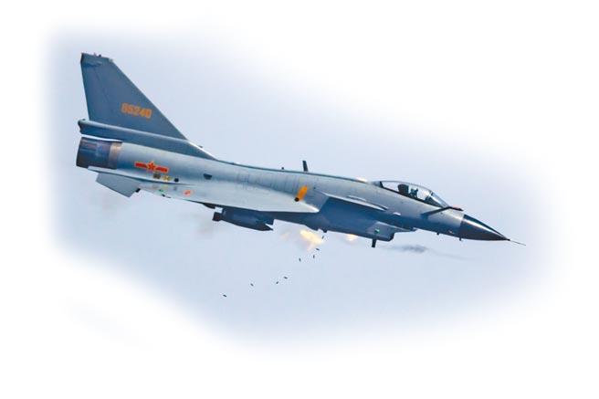 機炮是傳統戰機的必要裝備。圖為解放軍空軍殲-10A戰機進行機炮射擊。(新華社資料照片)