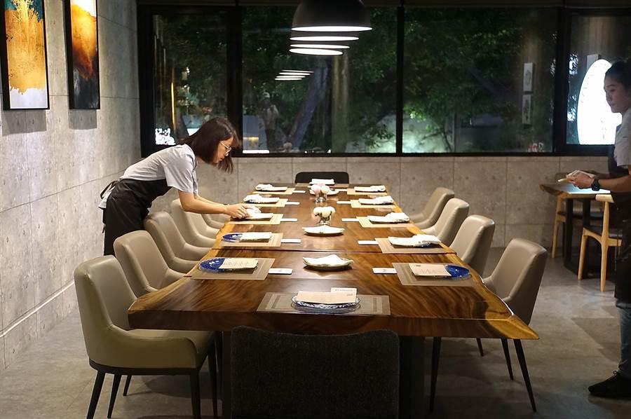 開在台北士林老公寓的〈Podium〉私廚推全雞宴,每個餐期只接待6至10人。(圖/姚舜)