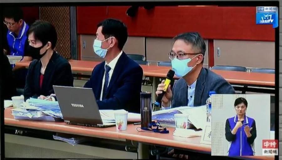 中天換照聽證會,中天新聞台代理人、律師方伯勳(右)批評NCC行政程序法律的基本素養不足,明顯違法。(圖/資料照)