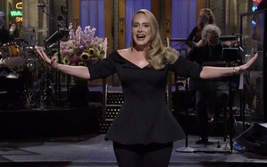 愛黛兒(Adele)一登台,瘦身成果讓人驚艷 (圖/ 翻攝自NBC)