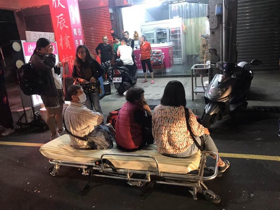 基隆市中正區豐稔街、中正路交叉路口,發生嚴重車禍。(陳彩玲攝)