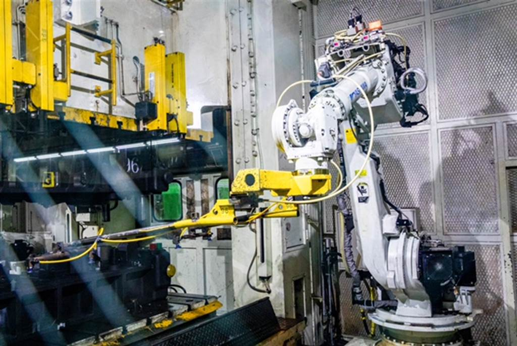 國瑞汽車在物流管理、生產製造、及品管檢查方面,導入多項智慧自動化機械設備,因應台灣市場少量多樣的需求。