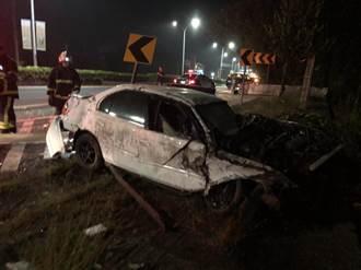 台一線民雄段凌晨自撞車禍 1男飛出車外命危