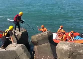 興達港消波塊驚見卡住一具女浮屍 岸巡隊調查身分