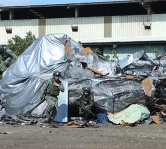 國軍戰車隱匿廢五金堆重擊來犯敵軍 創意源自變形金剛