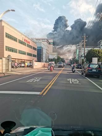 印刷電路板大廠欣興電子工廠火警  濃煙直竄天際2人獲救