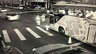 台南民代控屏警執法過當 警方:遊覽車司機爆粗口又開車逼近副所長