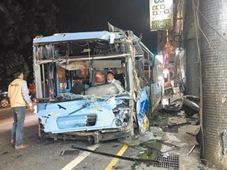 基隆公車疑煞車失靈一路撞 14人送醫
