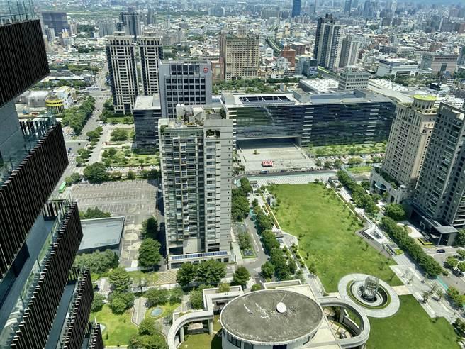 台中市今年前三季光是十大豪宅個案就挹注36筆交易,台商變豪宅「大買家」。(盧金足攝)