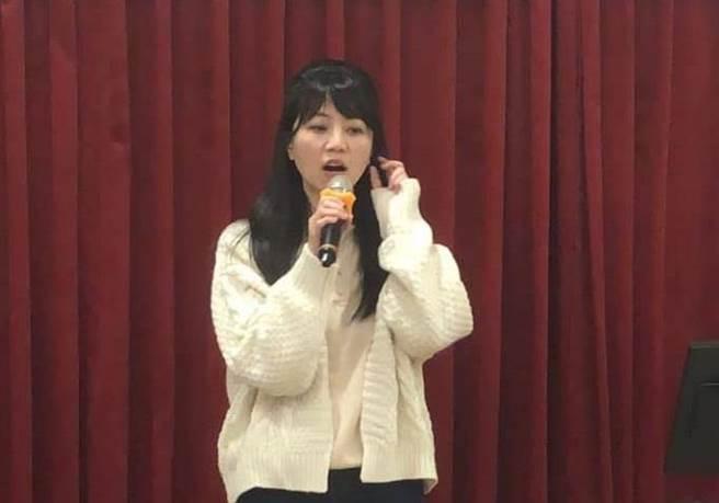民進黨立委高嘉瑜,對自己的歌聲相當有自信。(圖/摘自高嘉瑜臉書)