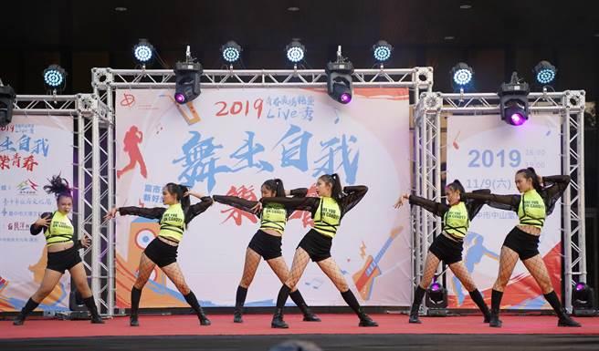 去年第一屆舞蹈類獲得觀眾票選最佳人氣獎是青年高中電影電視科Galaxy舞團。(台中市文化中心提供/陳淑芬台中傳真)