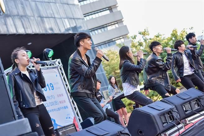 去年第一屆音樂類獲得觀眾票選最佳人氣獎是青年高中音樂科Freedom樂團。(台中市文化中心提供/陳淑芬台中傳真)