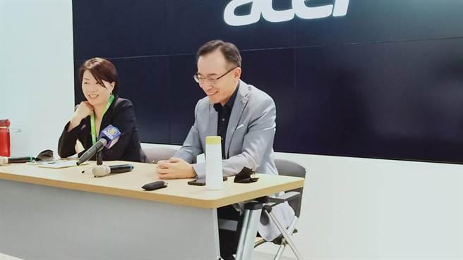 宏碁2位共同營運長,高樹國(右),黃資婷(左)(任珮云攝)