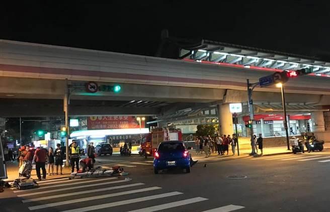 奇岩捷運站27日深夜發生嚴重車禍,造成2騎士命危。(照片/翻攝《台北之北投幫》社團)