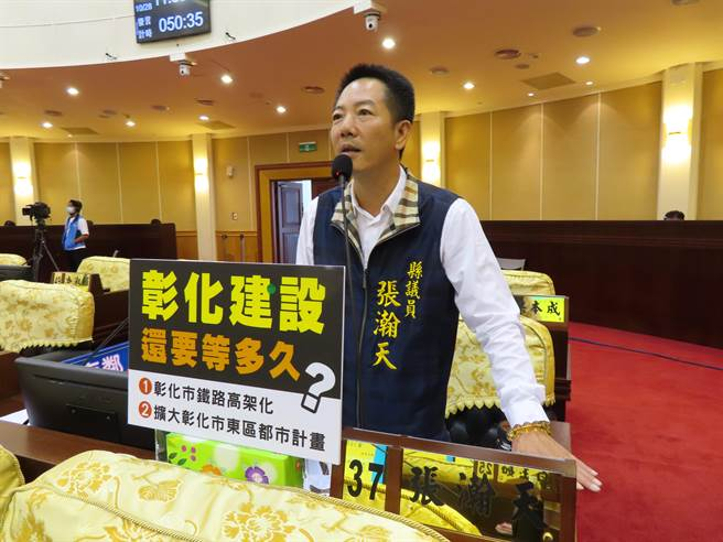 議員張瀚天表示彰化市東區都市計畫不能再拖了,要幫市民陳情,快點啟動建設。(吳敏菁攝)