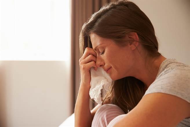 一名女網友委屈表示,自己被男友母親要求拿出50萬元的房屋裝潢費,在她拒絕後竟因此被男友分手。(圖取自達志影像/示意圖非當事人)