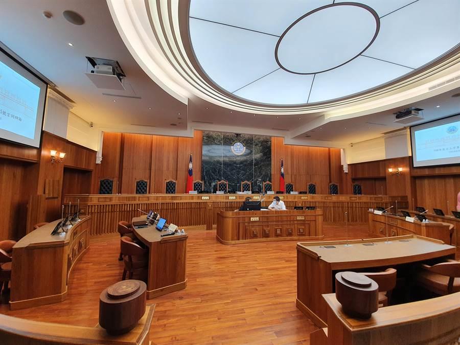 偷竊不成性侵外籍女看護 重判8年8月定讞(法庭示意圖/資料照片)