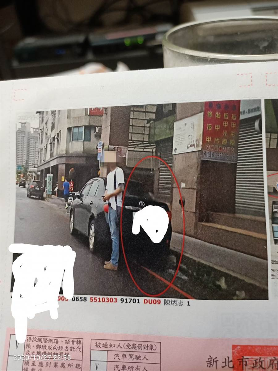 男網友在紅線上停車遭拍照檢舉,但照片卻讓他相當喜歡。(圖/翻攝自臉書)