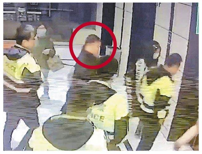 澎恰恰日前與債主三溫暖協商債務,不但被傳綁架,警方動員找澎(紅圈處),虛驚一場,還傳出澎的兒子遭帶回家取走地契。(本報資料照片)