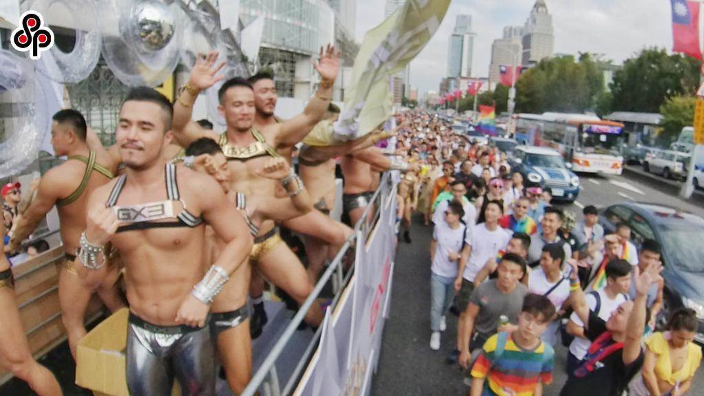 第18屆台灣同志遊行今年在台北市政府前市民廣場登場,主題為「成人之美」。圖為去年同志遊行。(報系資料照)