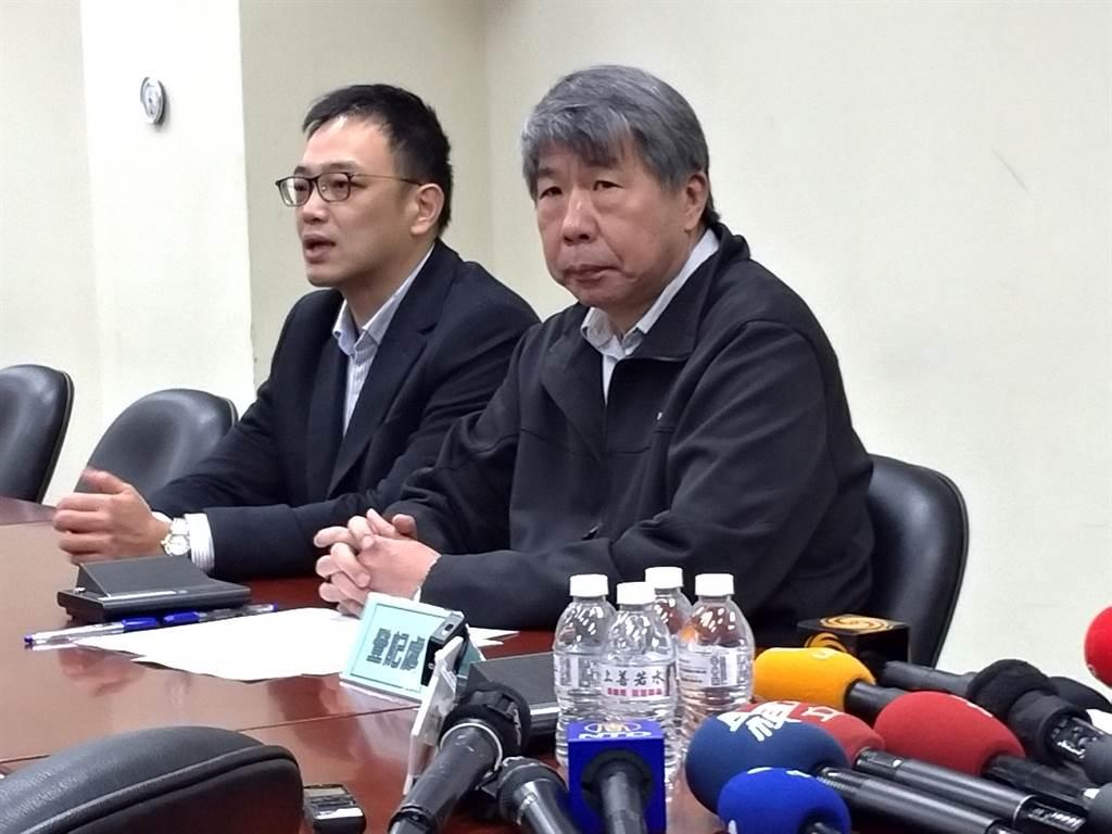 毛嘉慶(左)。(黃福其攝)