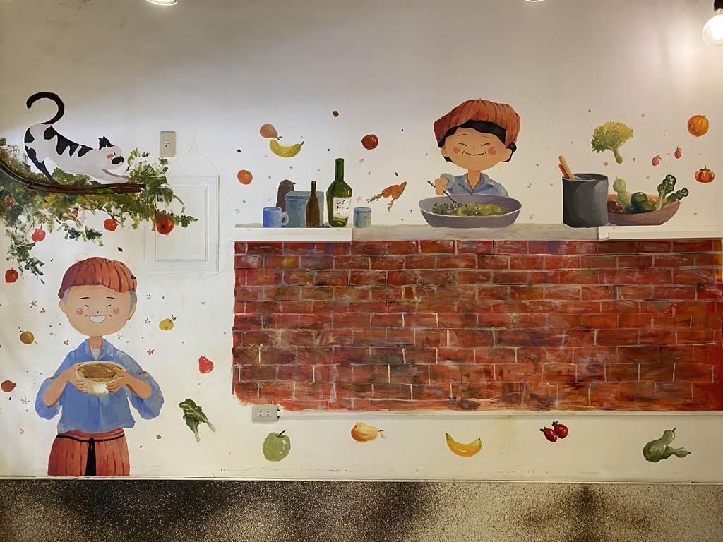高中女學生彩繪大齡食堂的牆面,老屋洋溢文青風格美學。(廖素慧攝)