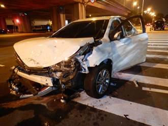 台中環中路、漢翔路口凌晨車禍 3人送醫