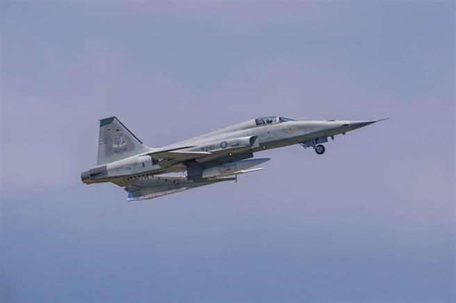 軍方證實,29日早上1架編號5261隸屬志航基地第七聯隊的單座F-5E戰機墜落台東外海。圖為F-5E戰機。(陳姓航空迷提供/蔡旻妤台東傳真)