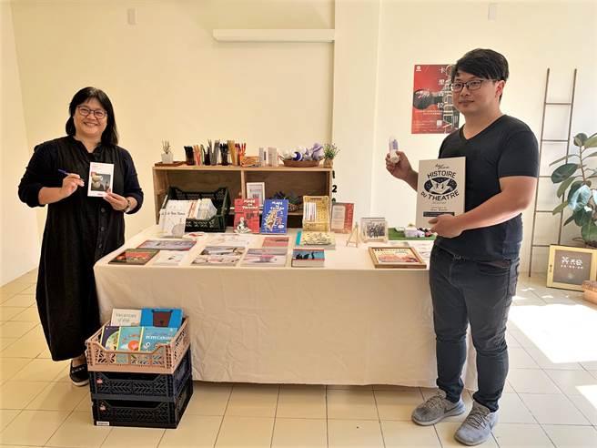EX-亞洲劇團推出《追月狂君-卡里古拉》法國主題月,規畫法國文學書展、法國經典文具、國寶薰衣草產品、精油課程,以及《追月狂君-卡里古拉》戲劇演出。(何冠嫻攝)