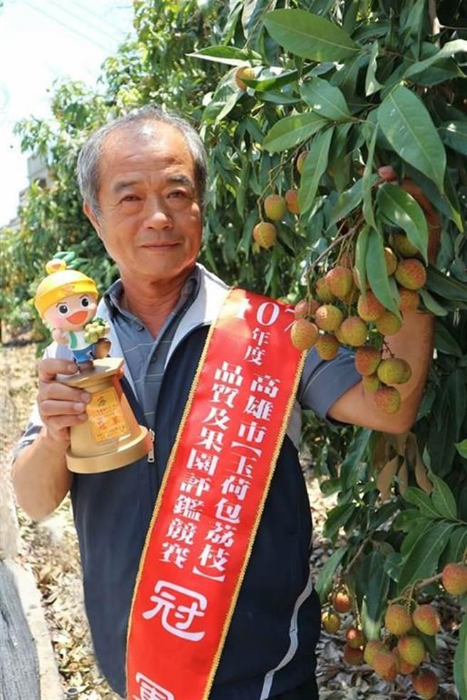 尤惠璋以精緻農業及提高生產效率為經營目標,創造農民與消費者雙贏局面,於2015、2018年獲得高雄市玉荷包品質及果園評鑑冠軍。(林雅惠攝)