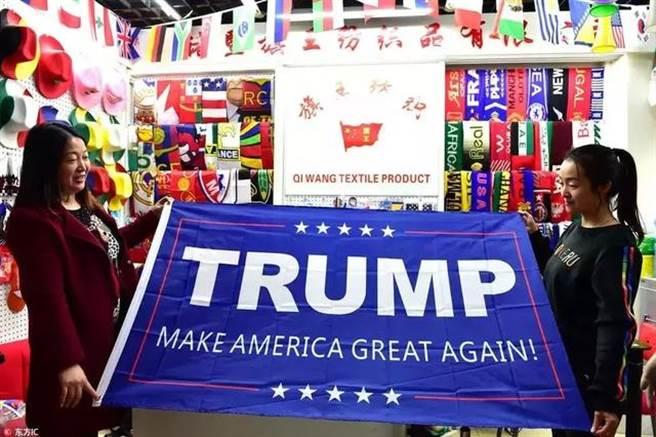 浙江義烏小商品市場上的美國競選商品訂單數量,被一些政治觀察家認為可以當作預測美國總統大選結果的指標。(圖/網路)