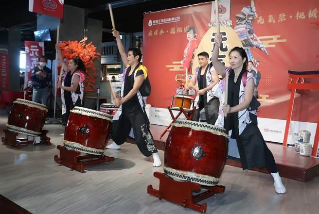 记者会以日本和太鼓开场表演,憾动全场气氛。(陈麒全摄)