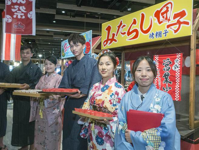 日式元气祭活动,以道地纯日式的摊位,纯日式的表演和庆典,让游客免出国也能感受日本风情。(陈麒全摄)
