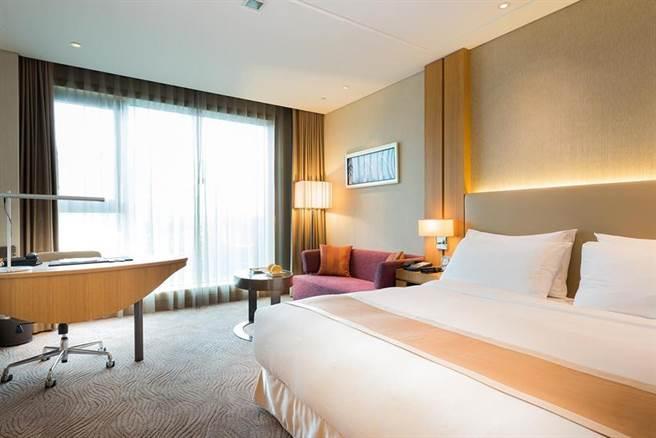 日月千禧酒店推出線上旅展,住宿套券下殺2.9折、買一套再送一張。圖/日月千禧酒店提供
