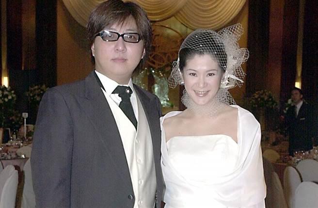 陆元琪18年前嫁给袁惟仁,脸上表情全是幸福与甜蜜。(本报系资料照)