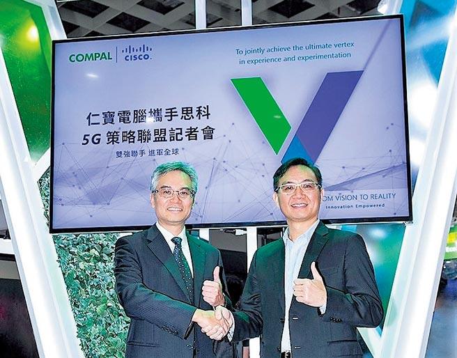 仁寶智慧型裝置事業群執行副總彭聖華(左)與思科台灣總經理陳志惟(右),於2020台北國際人工智慧暨物聯網展宣布合作打造5G企業網路生態圈。圖/業者提供