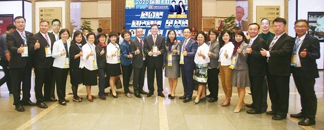 IFPA協會理事長劉先覺(中)率領全體理監事於「2020IFPA DAY」活動前合影。圖/公勝保經提供