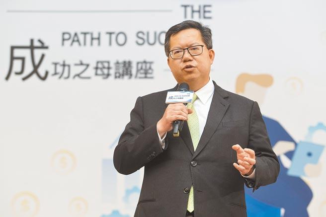 中國時報28日舉辦成功之母講座,桃園市市長鄭文燦以風趣且詳盡口吻引人入勝。(杜宜諳攝)